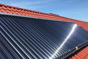 Solarheizung mit Paradigma Kollektoren auf dem Dach